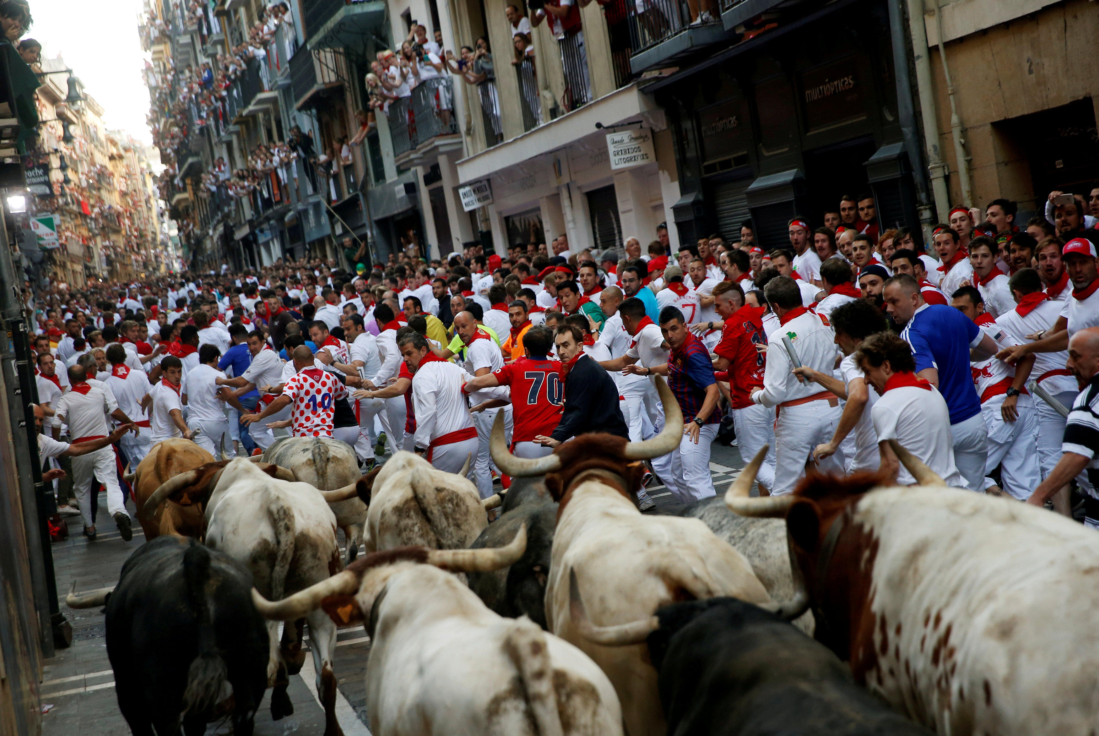 Americans gored running with the bulls at san fermin for Pisos en san fermin madrid