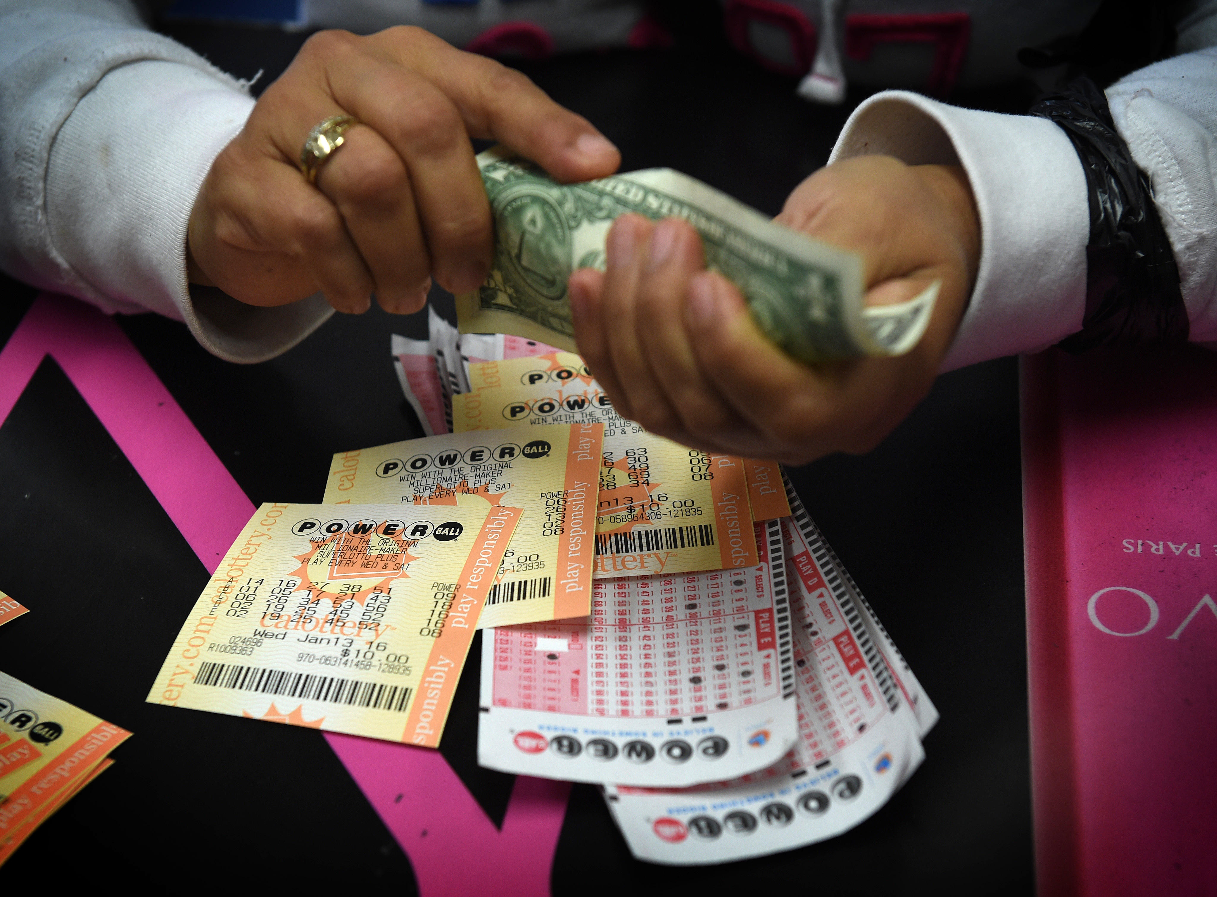 Powerball Mega Millions Jackpots Top 300 Million For First Time