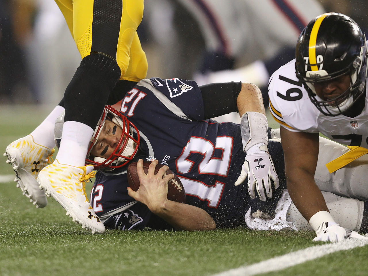 Tom Brady weighs in on concussion risks - CBS News