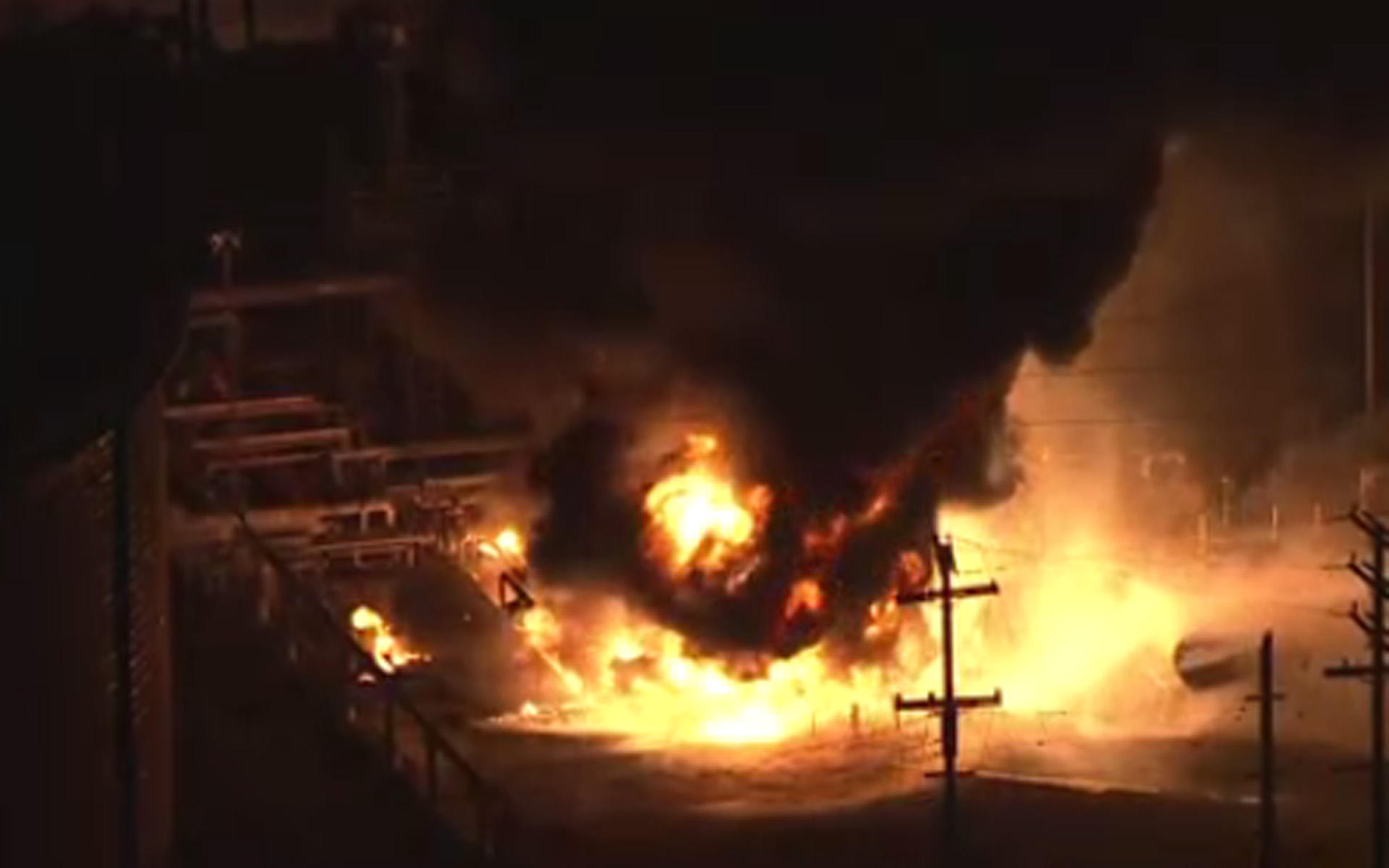 fire at huge oil refinery may impact socal gas prices cbs news