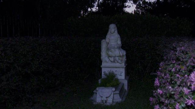 the ghostly beauty of savannahs bonaventure cemetery cbs news - Midnight In The Garden Of Good And Evil Statue
