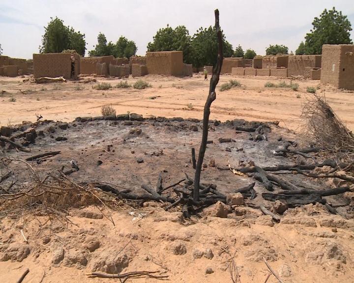 cbs news goes inside niger ambush site tongo tongo where