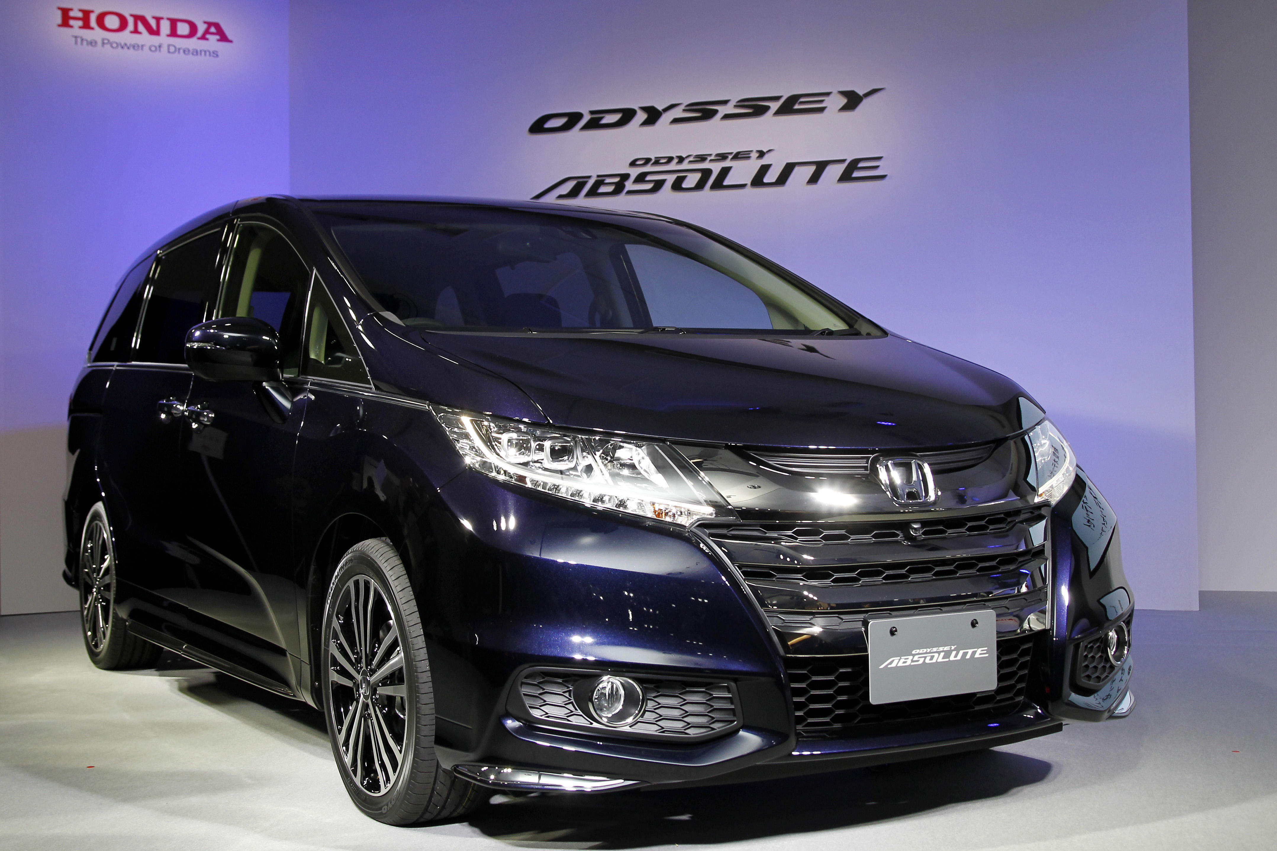 honda recalls 900 000 odyssey minivans squib cbs news. Black Bedroom Furniture Sets. Home Design Ideas