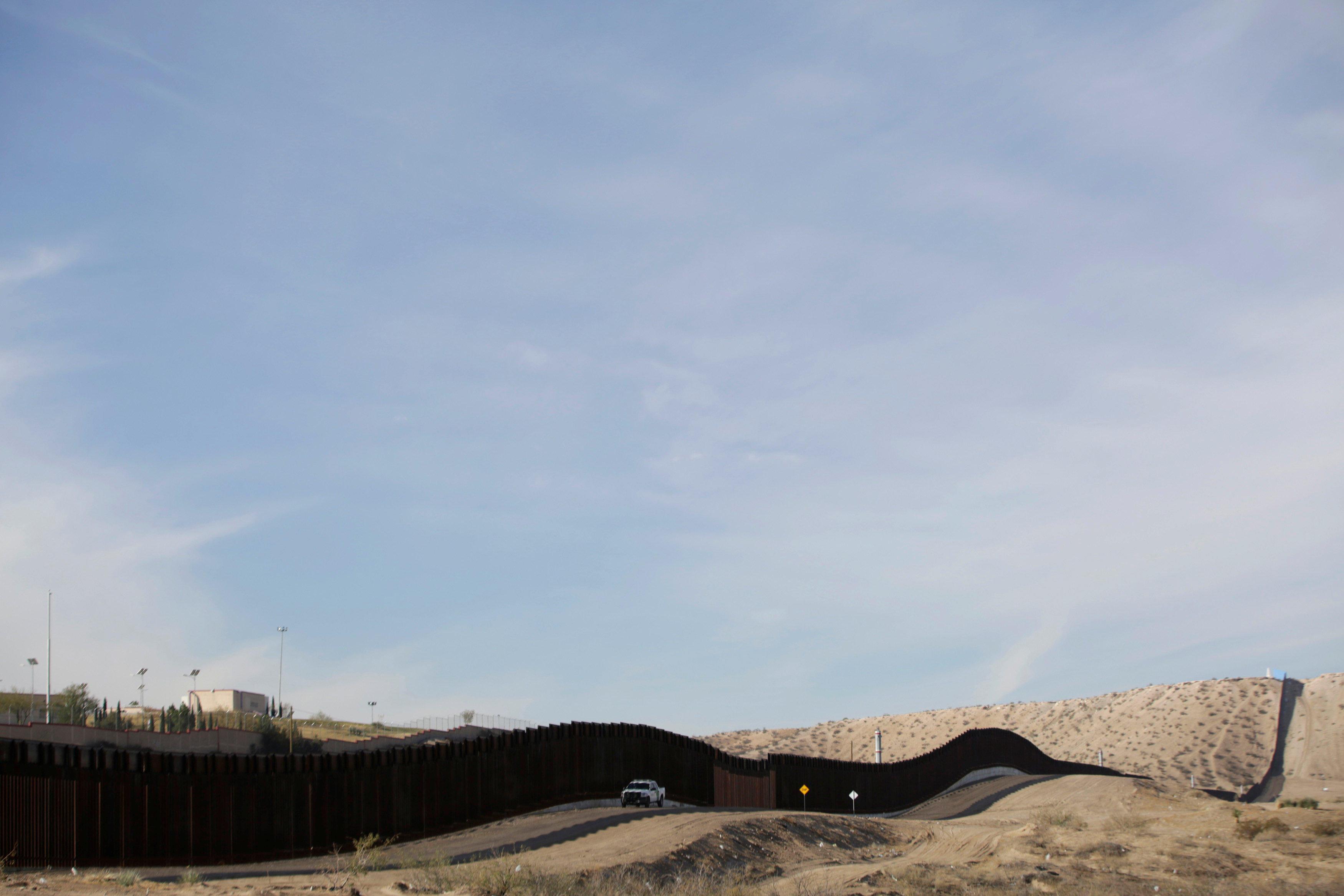 Arrests along the U S -Mexico border surge - CBS News