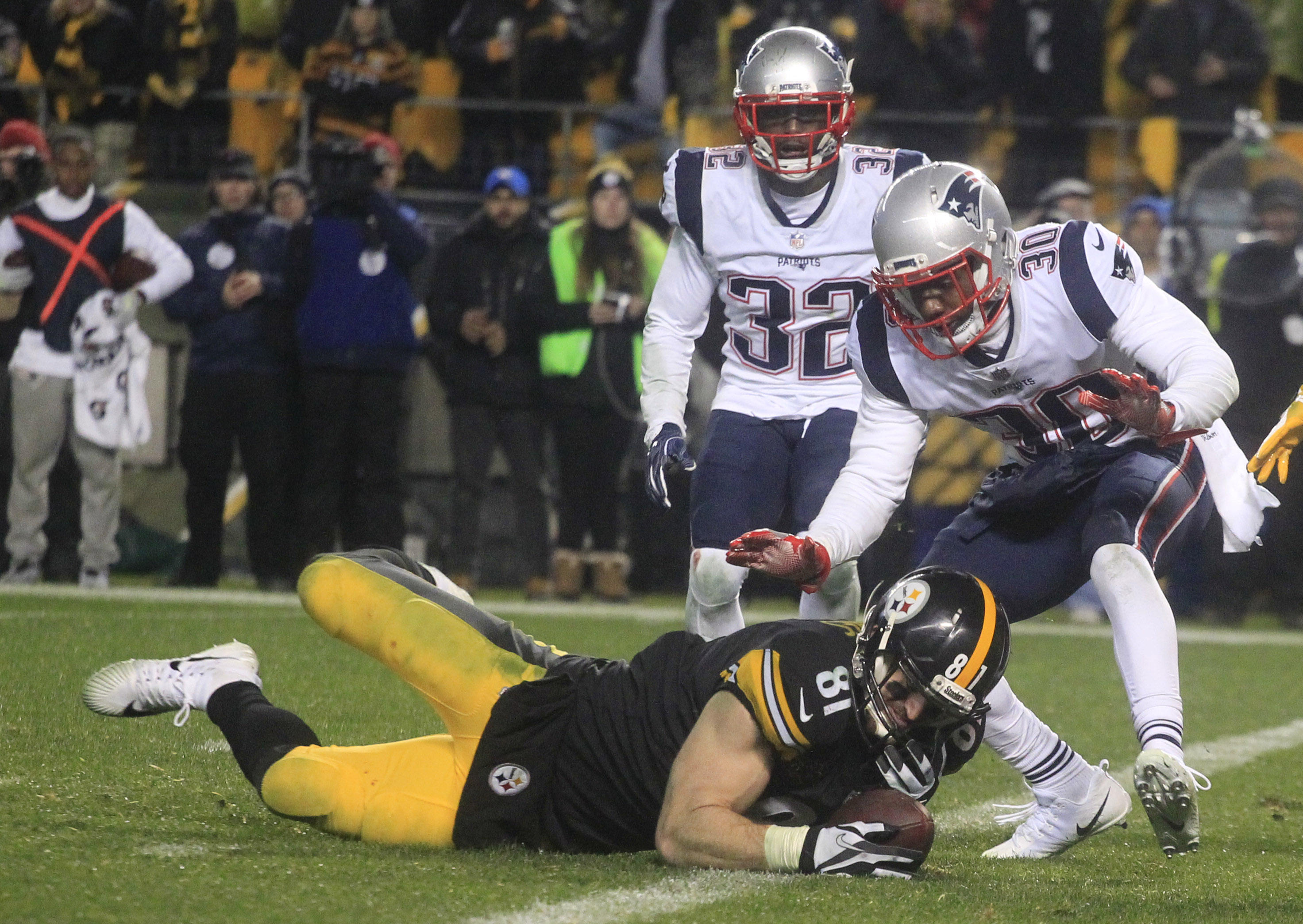 1d9397d5c Controversial call helps New England Patriots nip Pittsburgh ...