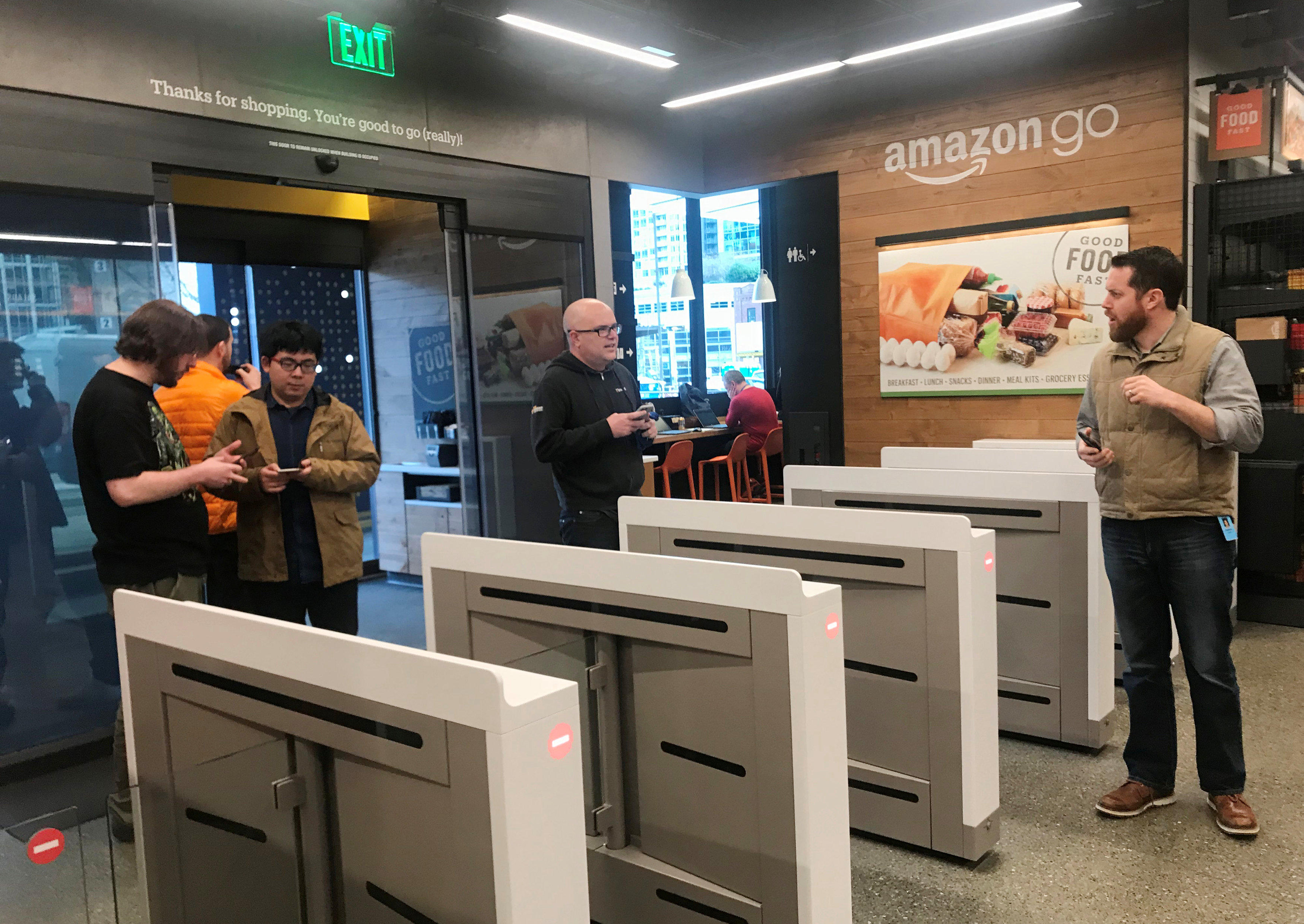 Amazon Opening Quot Go Quot Store With No Cashiers Or Checkout