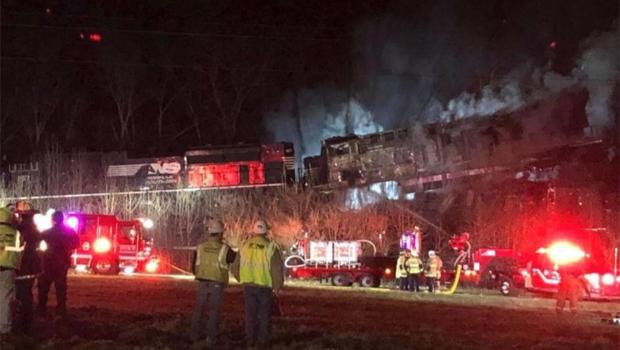 Trains collide, derail, people injured in Georgetown, Kentucky