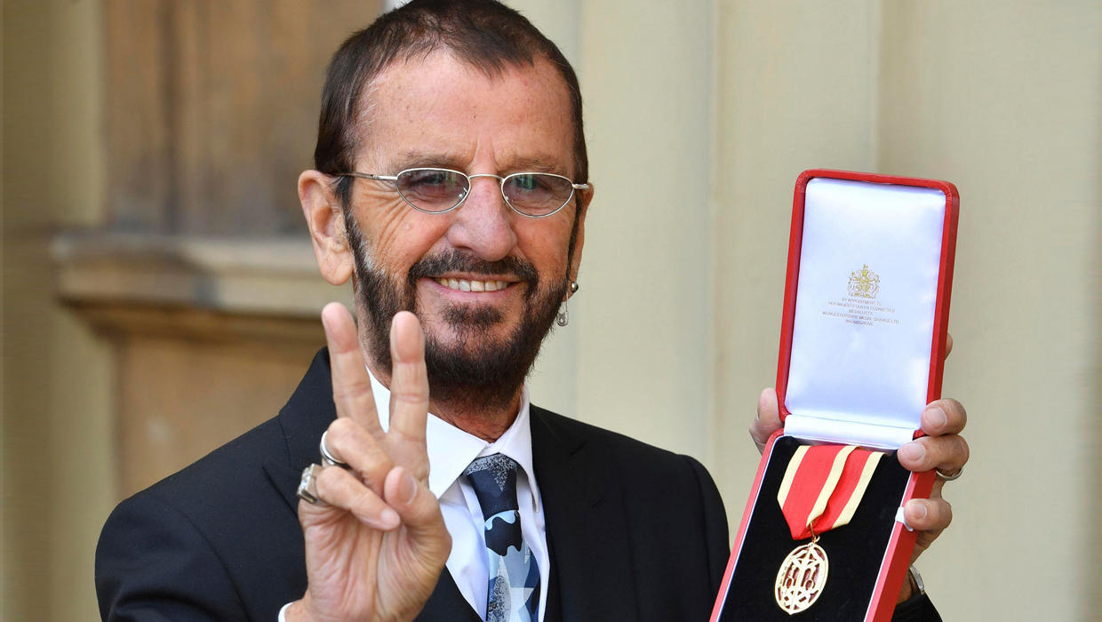 ringo starr knighted by prince william cbs news. Black Bedroom Furniture Sets. Home Design Ideas