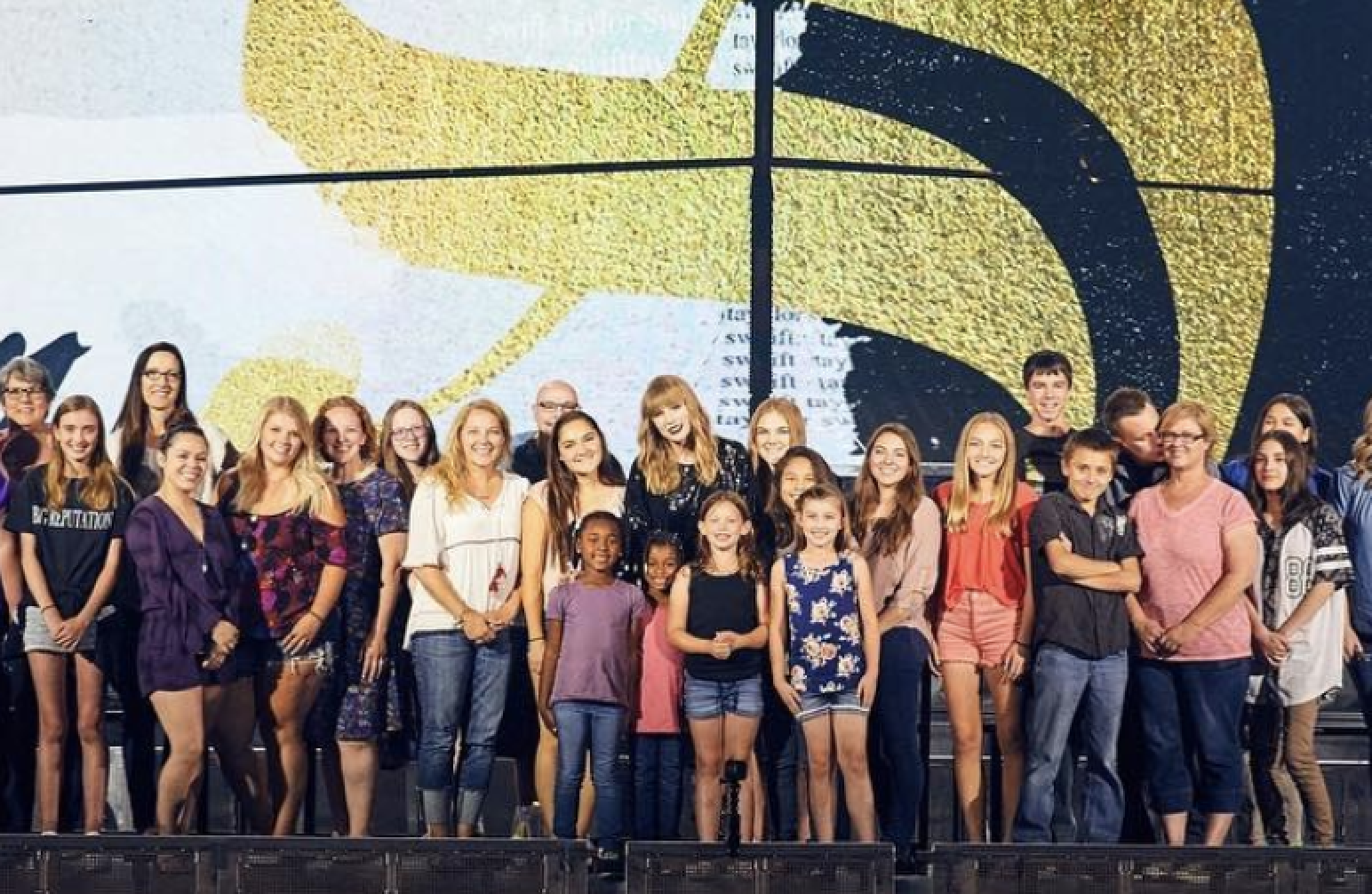 Taylor Swift invites 2,000 foster and adopted kids to see