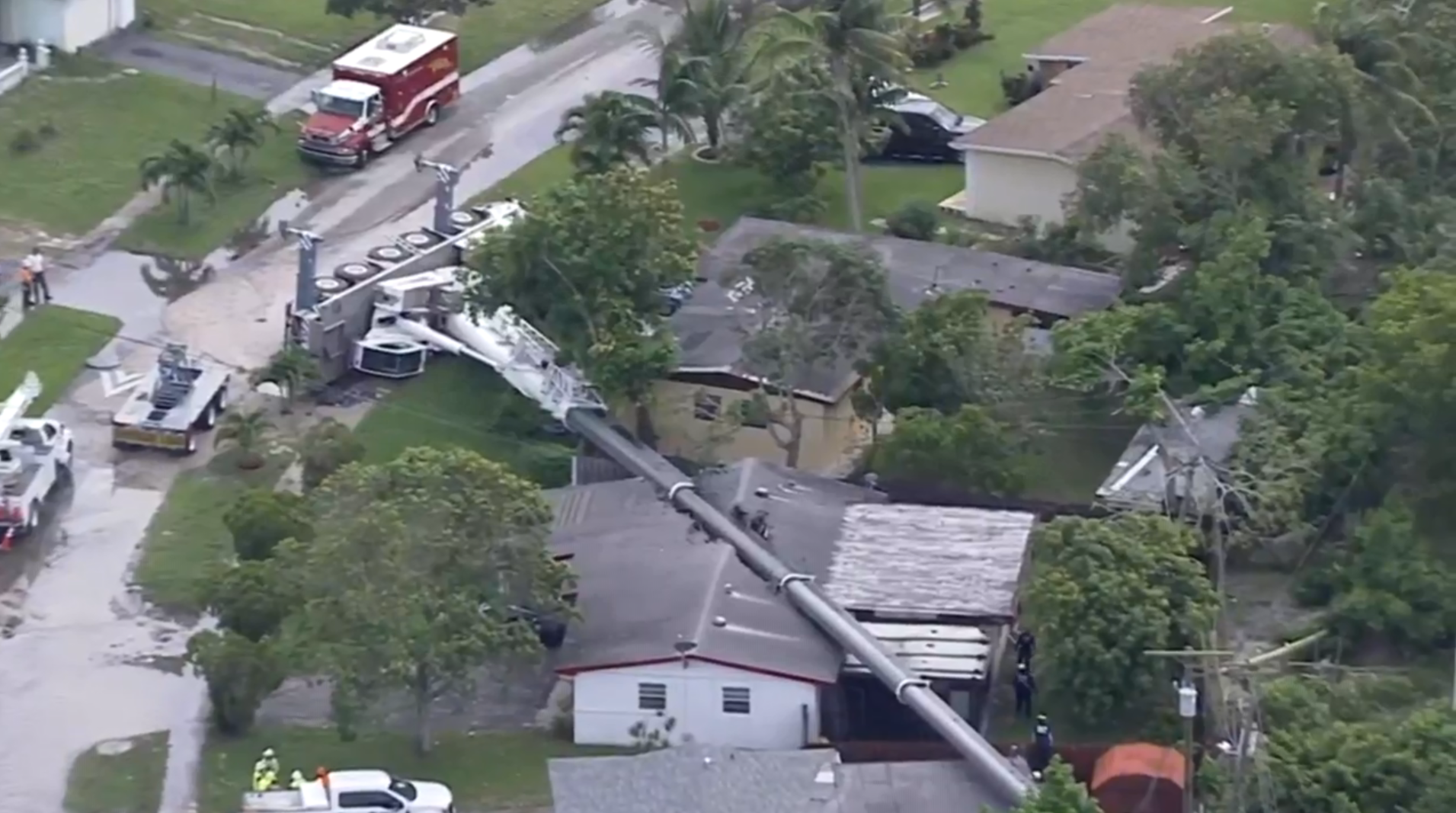 Crane collapse today in Florida, falls onto several homes in