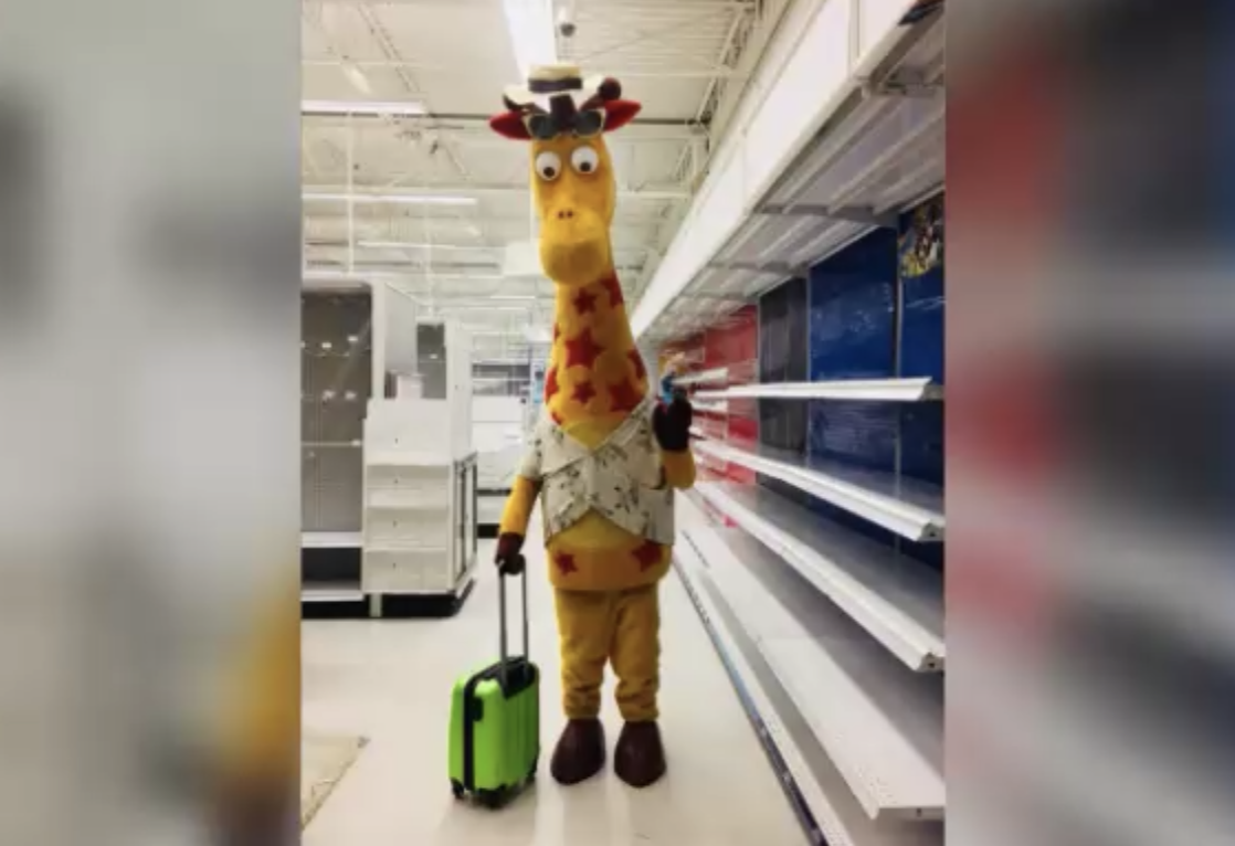 Photo Of Geoffrey The Giraffe Leaving An Empty Toys R Us Store