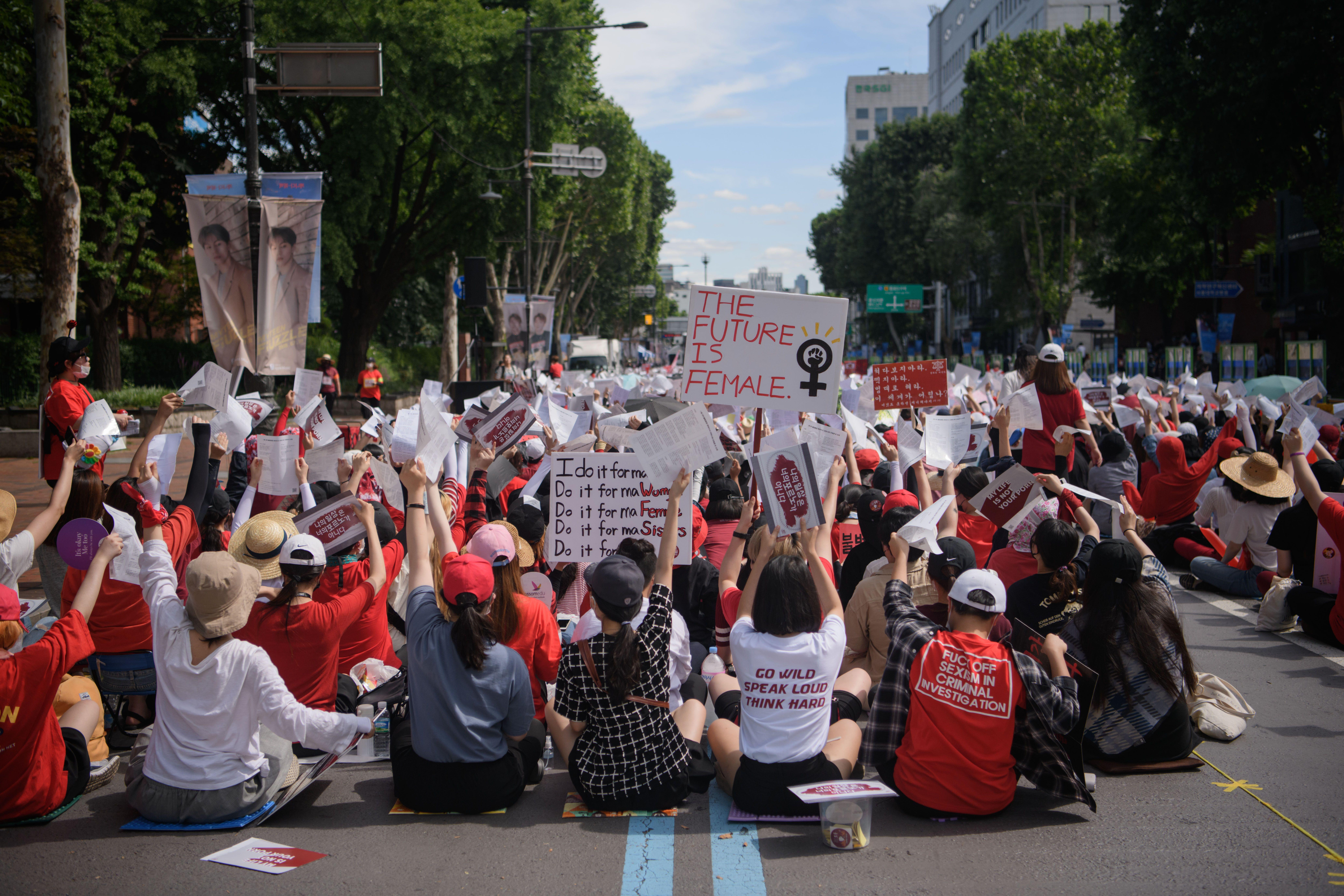 Thousands Of Women In South Korea Demonstrate For Greater -5394