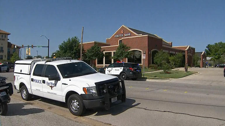 Fort Worth Bank Robbery Today Police Searching For Suspects Who