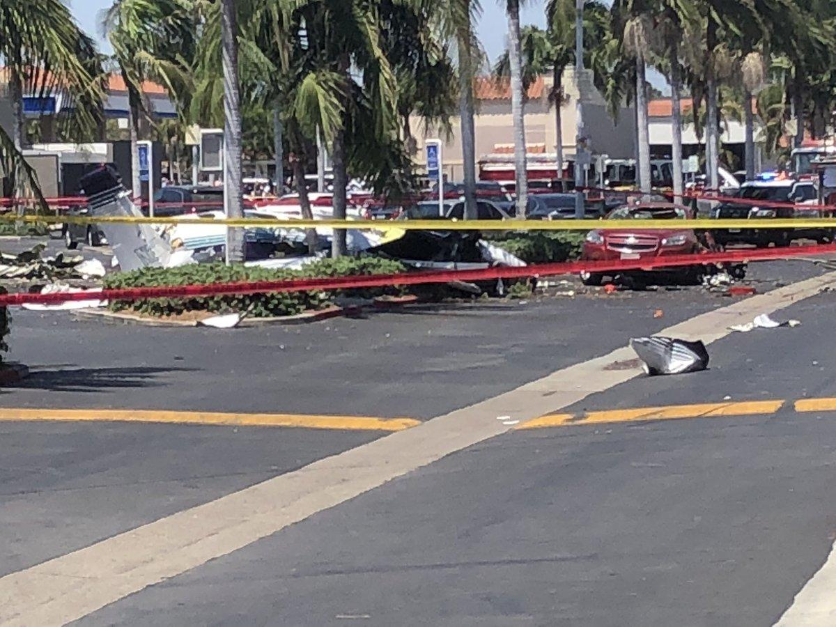 Santa Ana, California: Small plane crashes into parking lot