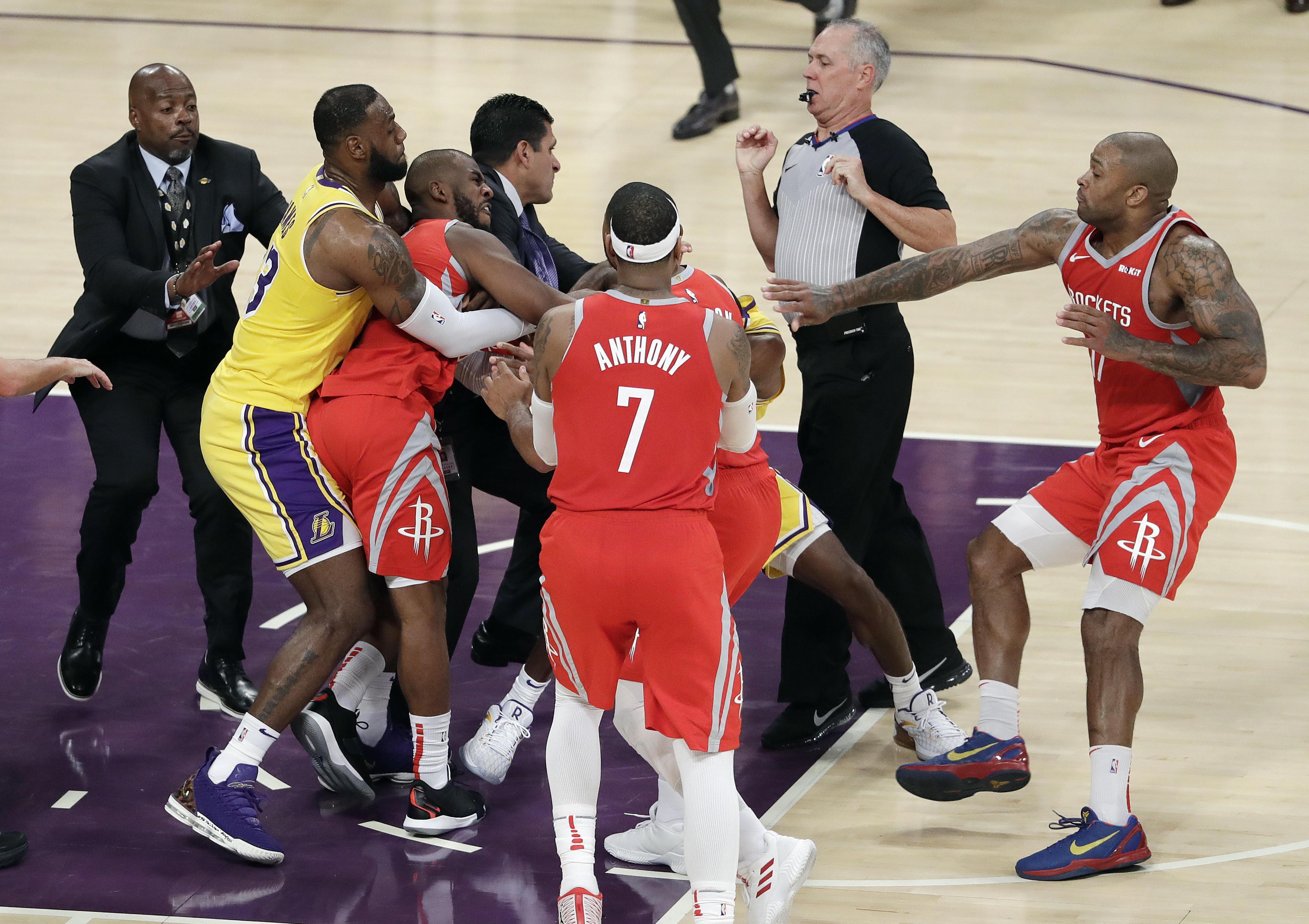 2b4805cd4af Brawl breaks out between Lakers