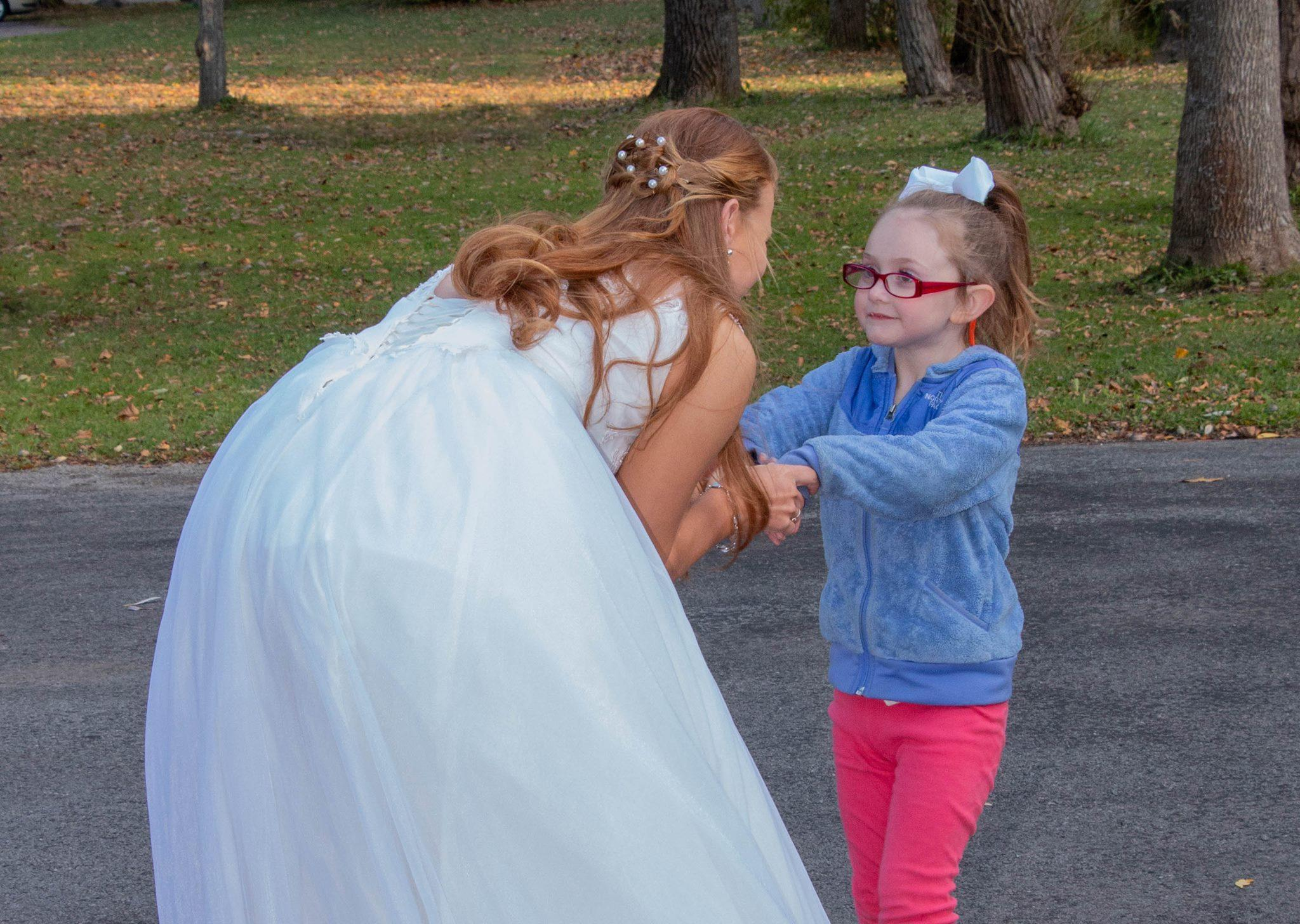 08010eb2995 5-year-old autistic girl mistakes bride taking wedding photos for ...