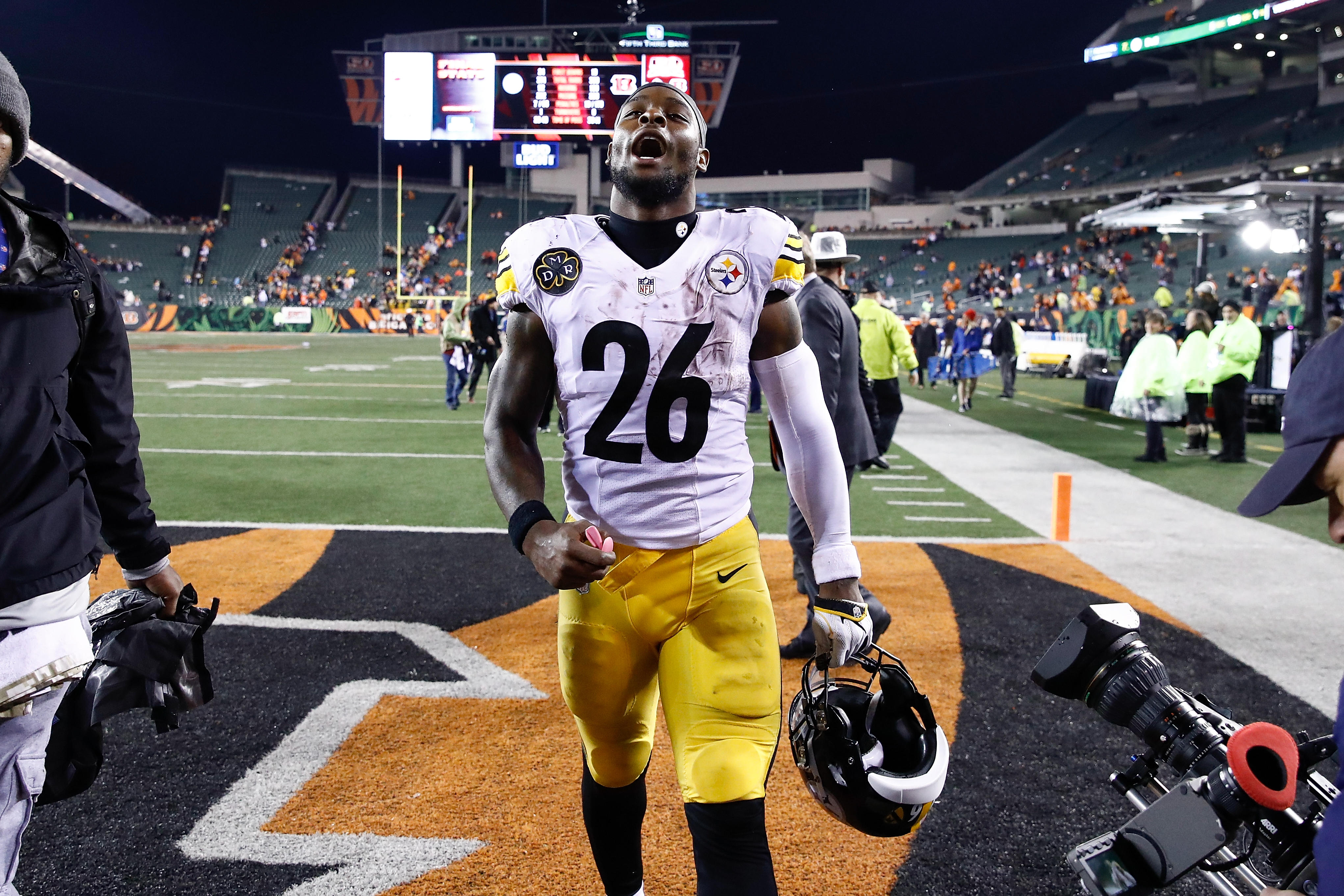 separation shoes ae277 6145f Le'Veon Bell, Pittsburgh Steelers running back, misses NFL ...