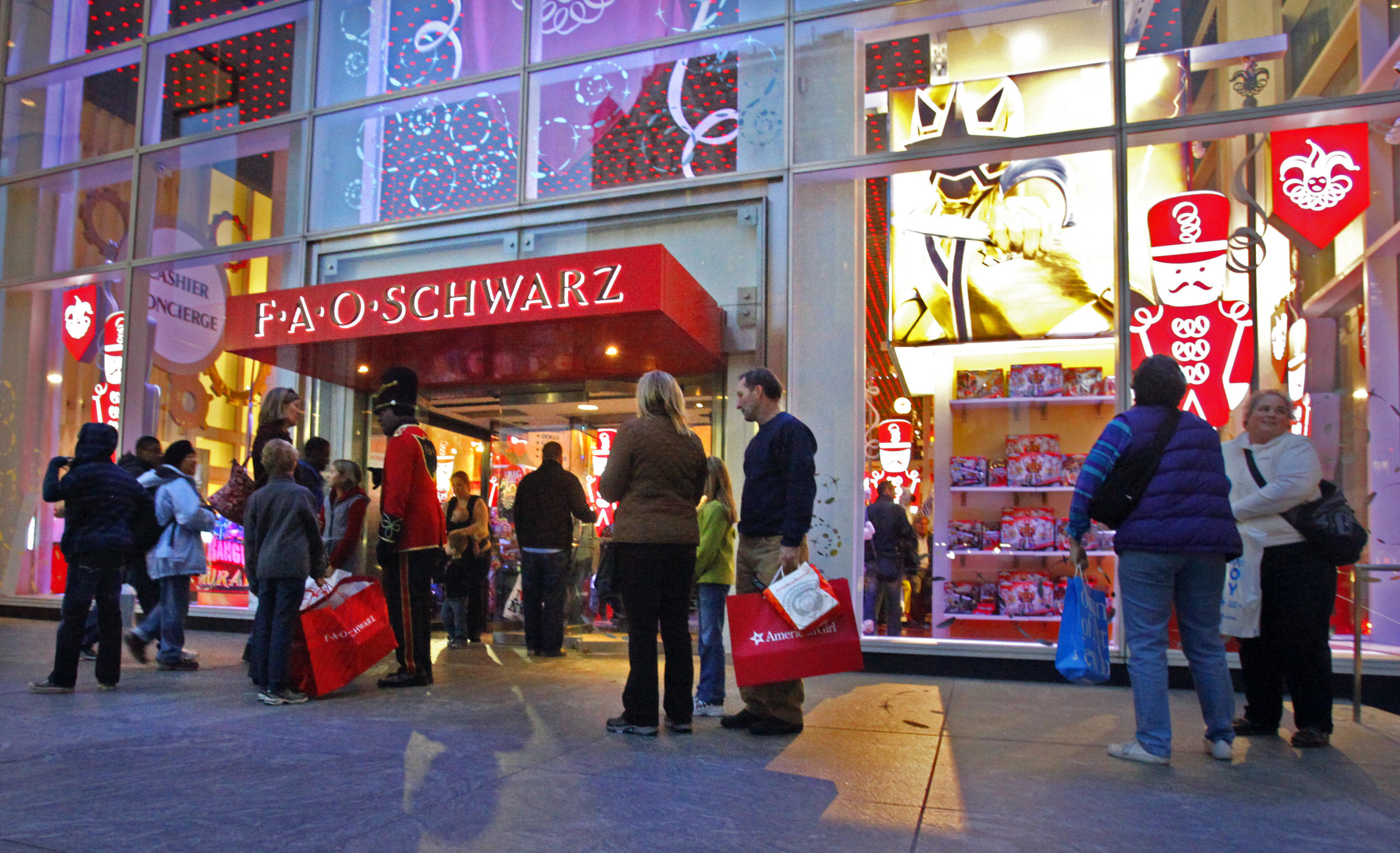 Fao Schwarz World Map.Fao Schwarz Iconic Toy Store Opening Anew In Manhattan Cbs News