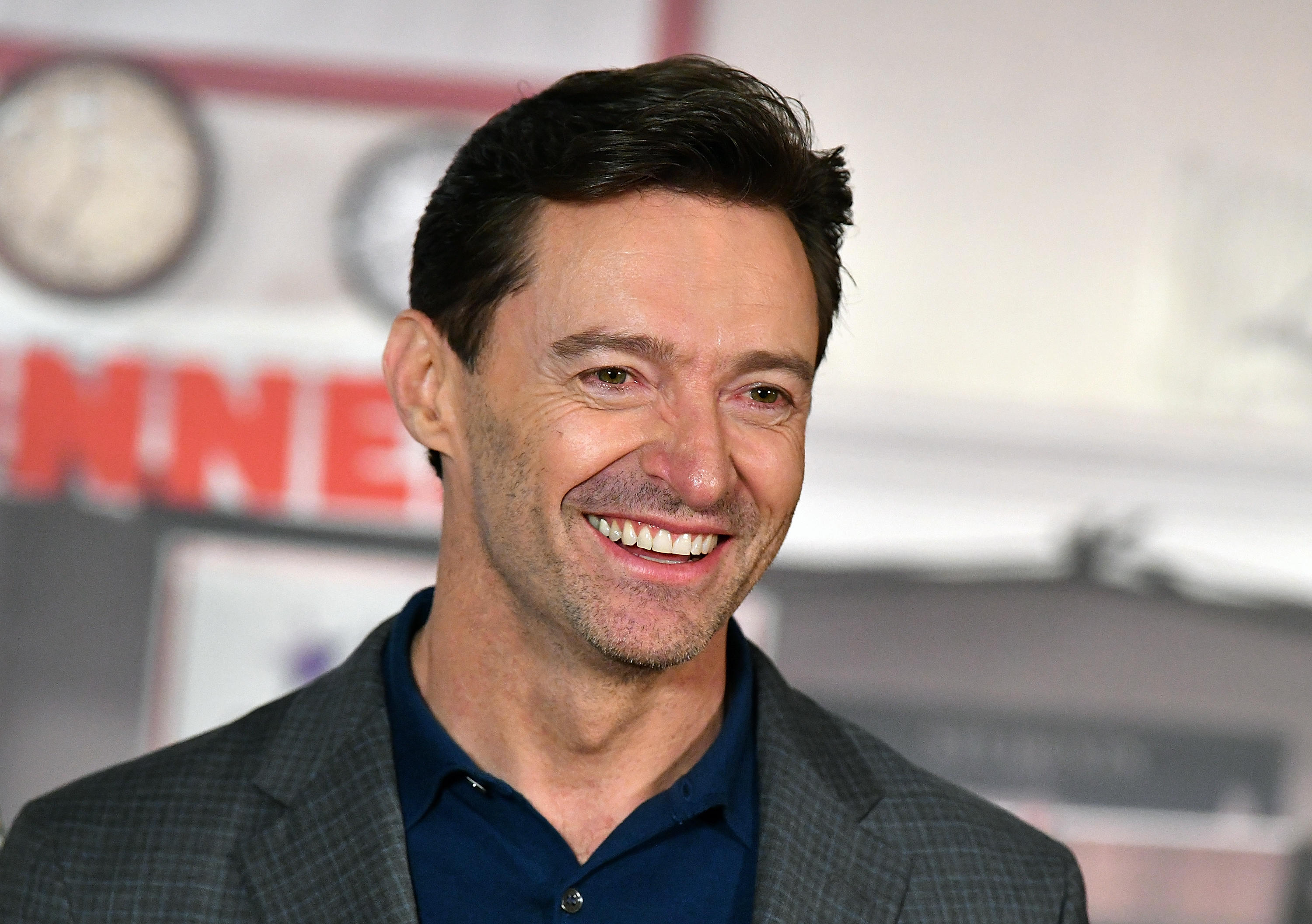 Hugh Jackman announces world tour - CBS News