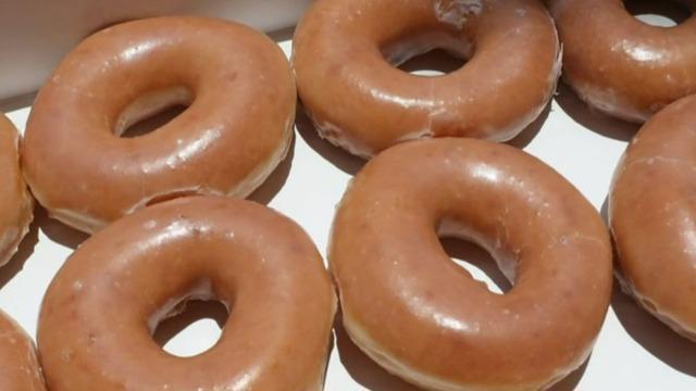 Krispy Kreme Christmas Doughnuts 2021 Krispy Kreme Giving Free Doughnuts To Vaccinated People Cbs News