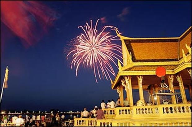 Cambodia Crowns A King