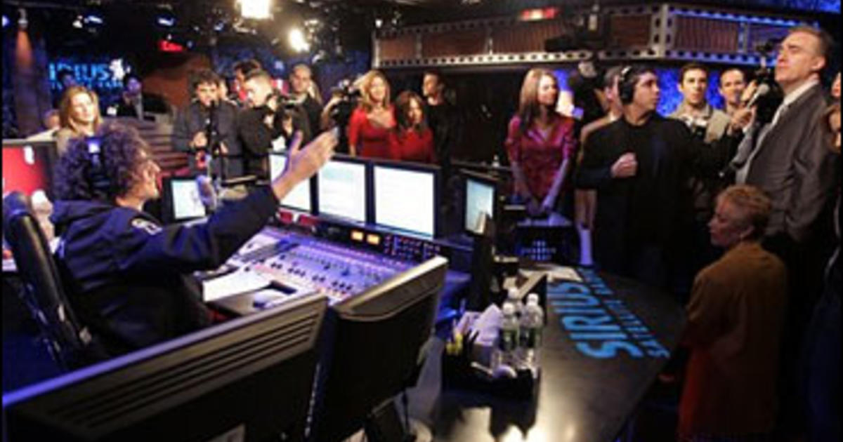 Howard Stern Begins With A Bang Cbs News