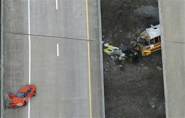 Deadly School Bus Crash - Photo 2 - Pictures - CBS News