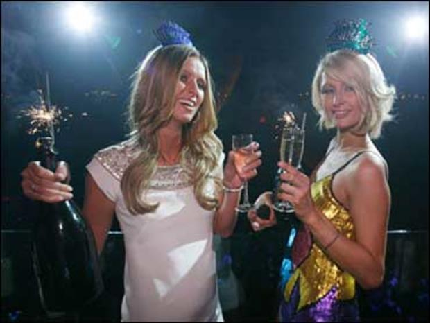 Socialites Nicky Hilton, left, and Paris Hilton attend a New Years Eve Party at LAX Nightclub in the Luxor in Las Vegas, Monday, Dec. 31, 2007.