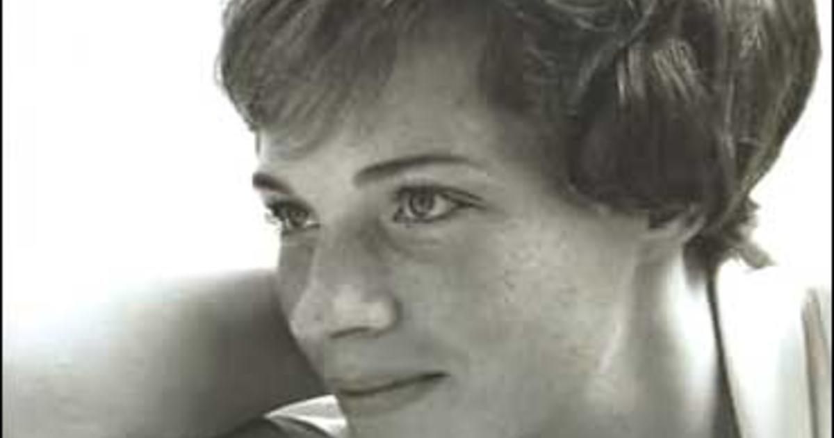 Julie Andrews Reflects In Quot Home Quot Cbs News