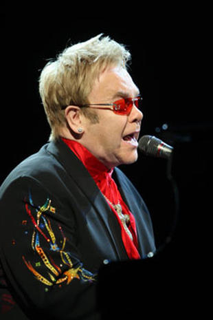 Elton John Sings For Hillary