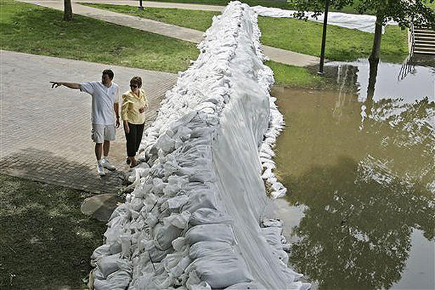 Rivers Overwhelm Midwest