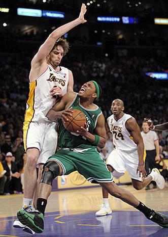 2008 NBA Finals: Game 5 - Photo 2 - CBS News