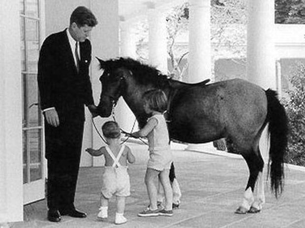 George W Bush And Laura Bush Presidential Pets Pictures Cbs News