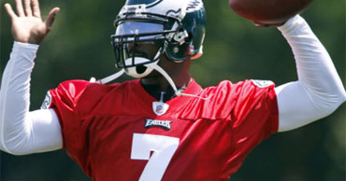 Michael Vick Re-Signs With Nike - CBS News