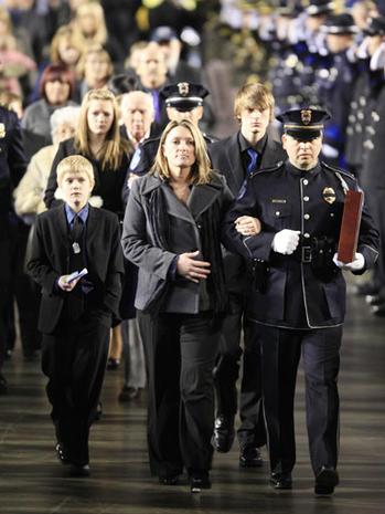 Thousands Mourns Fallen Heroes