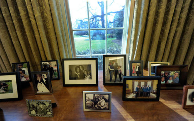 Obama S Oval Office Photo 1 Pictures Cbs News
