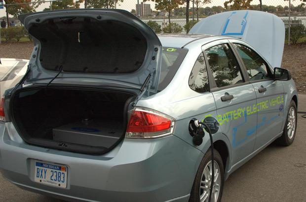 Electric, Hybrid Cars Strut Their Stuff