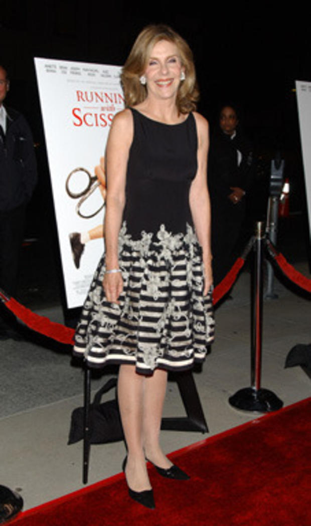 CLAY_red_carpet_running_scissors_AP061010029835(2).jpg
