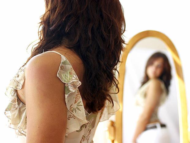 woman, mirror, body image, eating disorder, istockphoto, 4x3