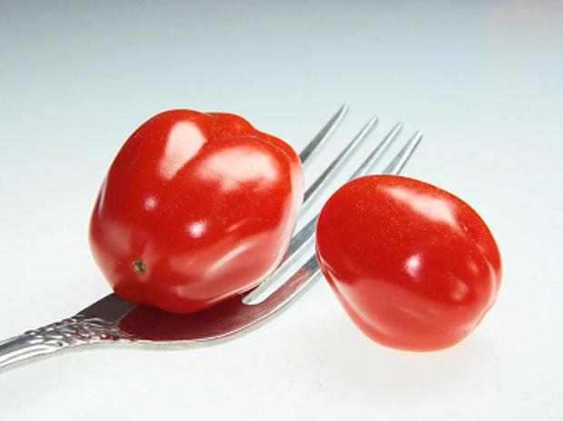 tomatoes-fork-000005808967.jpg
