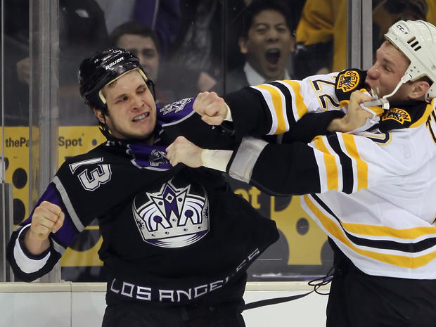 sports_nhl_fights_108299250.jpg