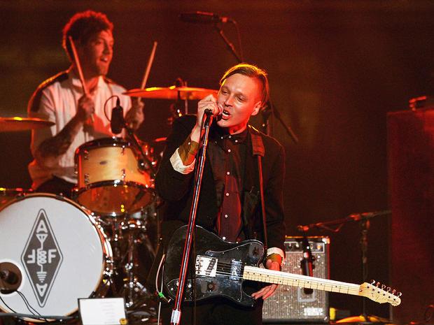 Arcade Fire rocks 2011 Grammy Awards.
