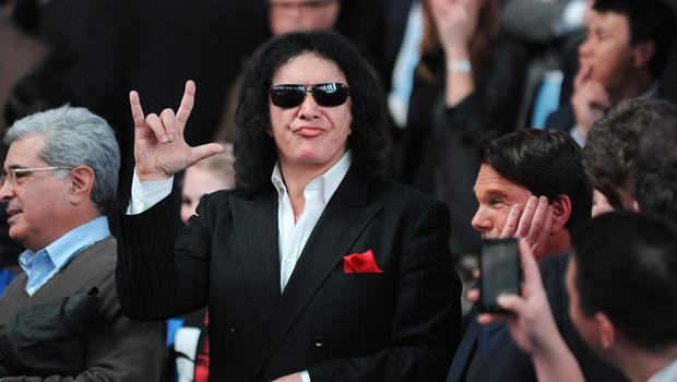 Gene Simmons Wants To Trademark Devil Horns Hand Gesture Cbs News