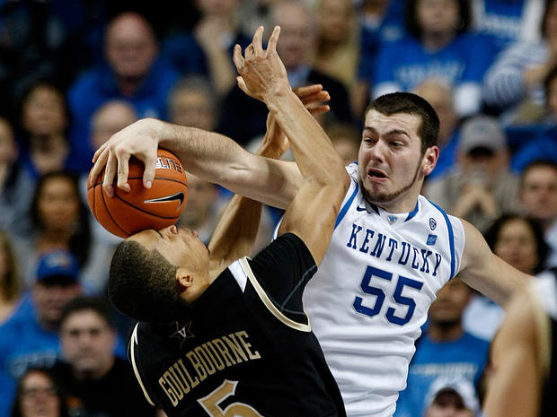 sports_kentucky_vanderbilt_ap11030106301.jpg