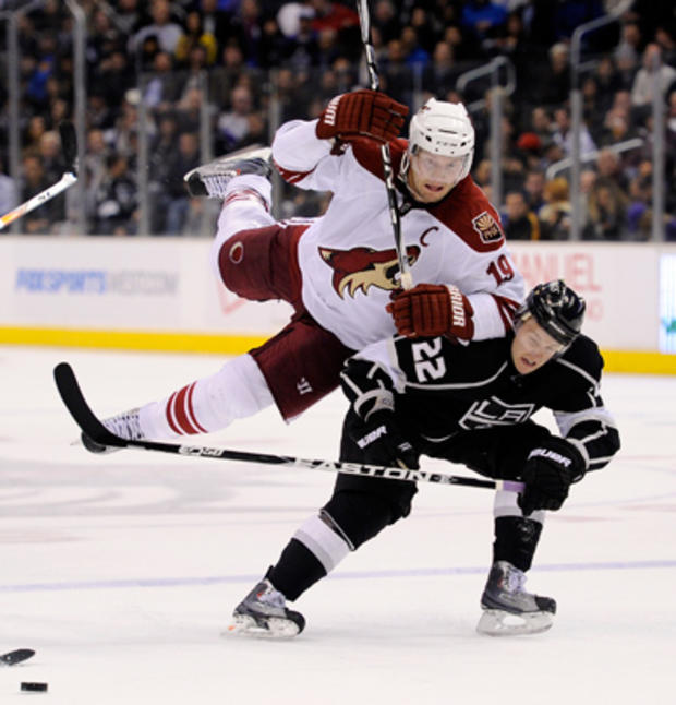 sports_nhl_kings_coyotes_ap11030412550.jpg