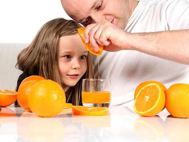 squeezing_orange_iStock_000.jpg