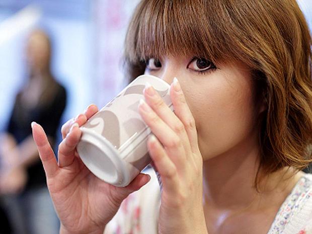 drinking_tea_iStock_0000151.jpg