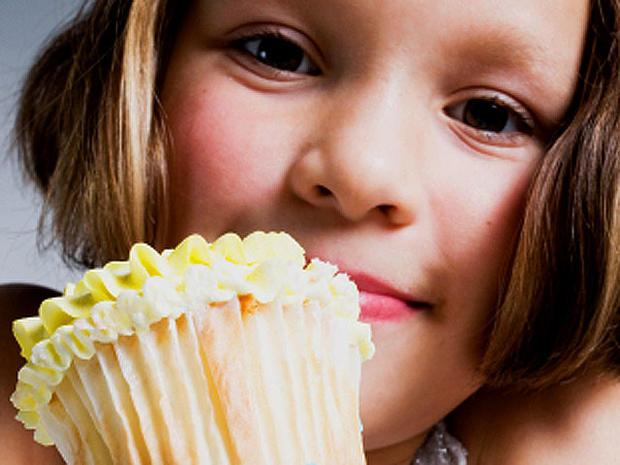 cupcake_girl_iStock_0000140.jpg