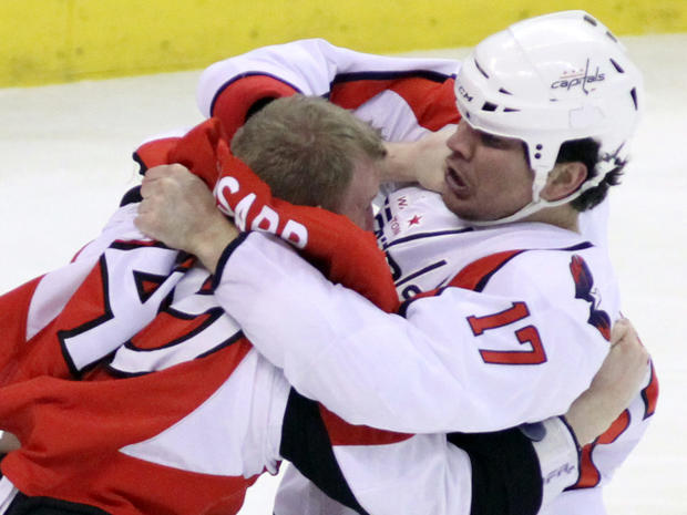 nhl_fights_AP110325159207.jpg