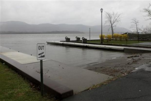 Mother kills self, 3 kids by driving van into Hudson River, 1 escapes